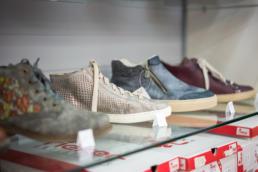 modische Schuhe bekannter Markenfirmen